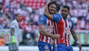 Club Guadalajara en partido ante Tigres