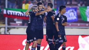 Jugadores de la Selección Mexicana celebrando un gol ante Panamá