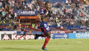 Leandro Paiva celebrando gol