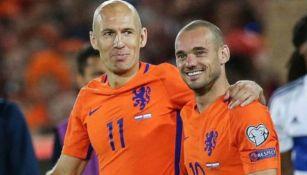 Sneijder con Robben en un juego con Holanda