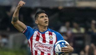 Pulido festeja gol con Chivas