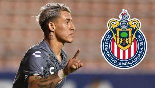 Cristian Calderón festeja un gol con Necaxa