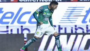 Ismael Sosa celebrando su anotación en el Estadio Caliente