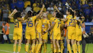 Jugadoras de Tigres Femenil celebrando el pase a la Final del A2019