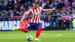 Héctor Herrera disputando un partido con el Atlético de Madrid