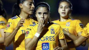 Jacqueline Ovalle en un partido de Tigres Femenil