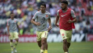 Jorge Sánchez y Bruno Valdez en calentamiento