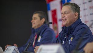 Peláez durante su presentación con Chivas