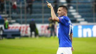 Chaco Giménez en festejo de gol en el Azul
