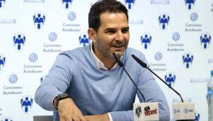 Duilio Davino en un conferencia de prensa en el Estadio BBVA