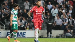 Jonathan Orozco en acción con Santos