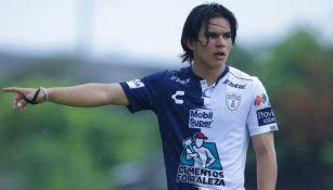 Bruce El-mesmari en acción con Pachuca
