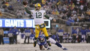 Aaron Rodgers lanza pase