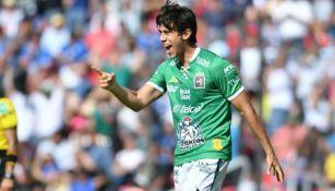 JJ Macías festeja un gol con el León