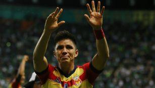 Efraín Velarde celebrando la victoria de Monarcas ante León
