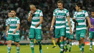 Jugadores de Santos se lamentan tras derrota contra Rayados