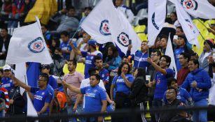 Afición celeste en el Estadio Azteca