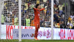 Guillermo Ochoa en acción ante Tigres