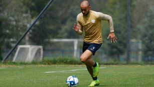 González, en un entrenamiento con Pumas