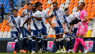 Jugadores del Puebla durante un duelo en el A2019