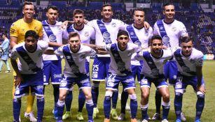 Jugadores del Puebla antes de un partido