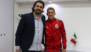 Chicote Calderón posa con Amaury Vergara en Verde Valle