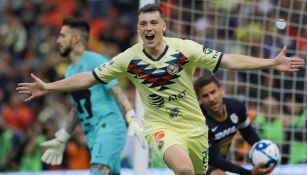 Federico Viñas festejando un gol ante Pumas