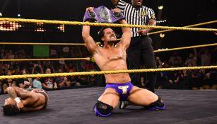 Ángel Garza al obtener el título Crucero de la WWE