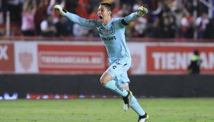 Hugo González celebrando un gol de Necaxa