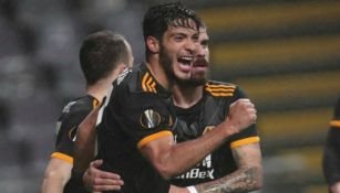 Raúl celebra uno de sus muchos goles con los Wolves