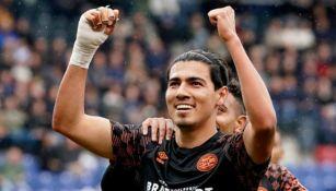 Erick Gutiérrez celebra su gol con el PSV