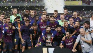 Barcelona levanta el título de Campeón