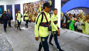 Roger Martínez a su llegada al Estadio Azteca para juego del América