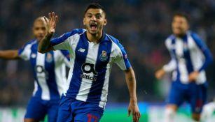 Jesús Corona celebra gol con el Porto
