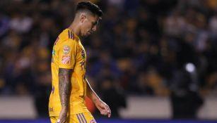 Carlos Salcedo lamentándose con Tigres
