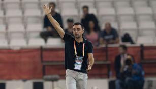 Xavi dirigiendo un partido con el Al Sadd