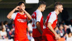 Óliver Torres celebra el último gol del Sevilla contra Escobedo