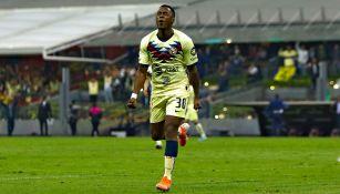 América: Renato Ibarra durante un juego con el club