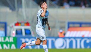 Marco García en festejo de gol con Pumas