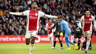 Ajax, líder de Eredivisie
