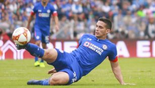 Ivan Marcone en acción como jugador de Cruz Azul