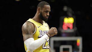 LeBron James jugando con los Lakers