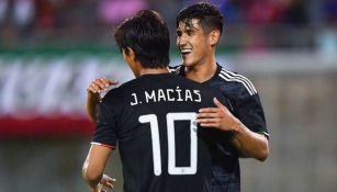JJ Macías y Uriel Antuna celebran el gol del Tri