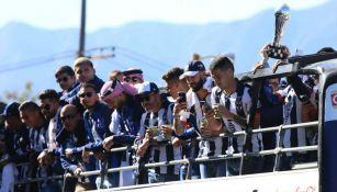Rayados celebrando con su afición