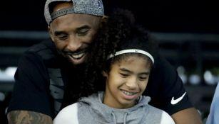 Kobe y Gianna Bryant, en un partido