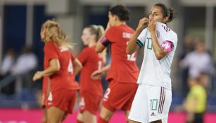 Stephany Mayor en lamento tras un gol de Canadá