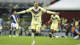 Nico Castillo celebra anotación con América