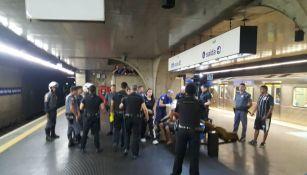 Aficionados de Sao Paulo y Corinthians se enfrentaron en el metro de Brasil