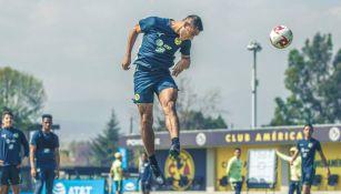 Sebastián Cáceres durante un entrenamiento con América
