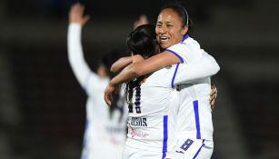 Jugadoras de Cruz Azul festejan un gol